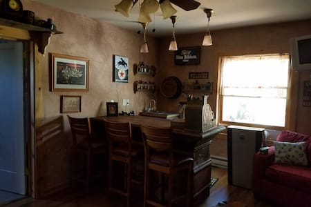 Robin's Nest Cabin & Saloon - Munds Park - 小屋