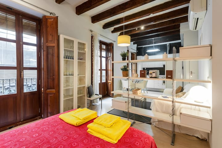 Cozy flat by the Central Market in old Valencia