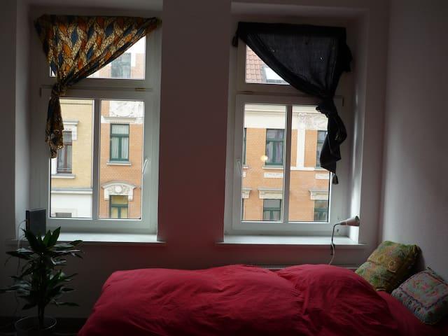 Helles Zimmer in gemütlicher 3WG im bunten Leipzig