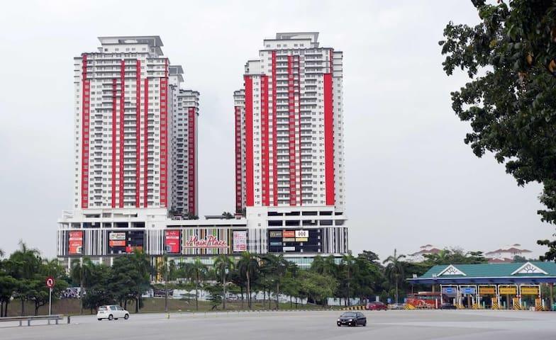 Best Location  Subang Jaya for 4pax near  MRT