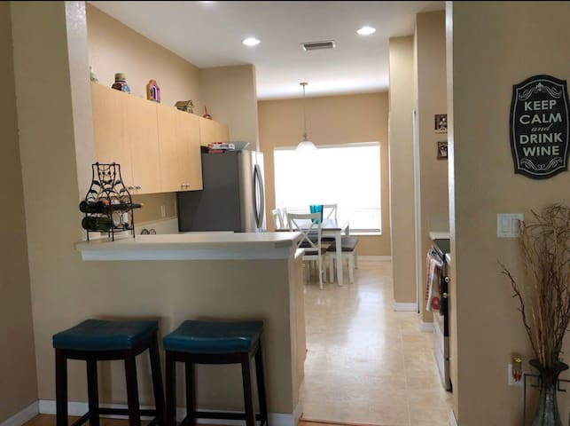 Modern/clean 1 bedroom townhouse in Riverview