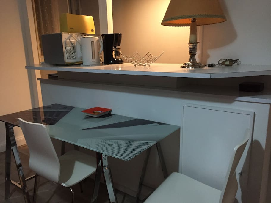 Table devant la kitchenette