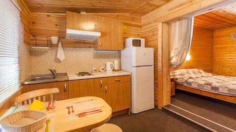 Номер-студия с отдельным входом и кухней на Ладоге