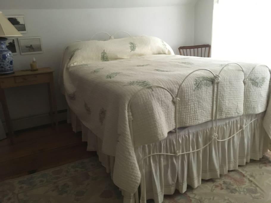 Bedroom with queen bed overlooks back garden, air conditioned