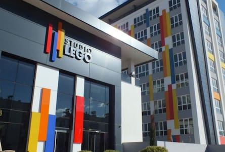studio lego,gym,pool,spa,mall,airport Angell hause