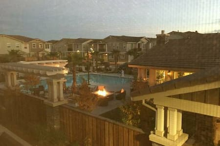 Huge Master Bedroom with big private bathroom/pool - Rohnert Park - Townhouse