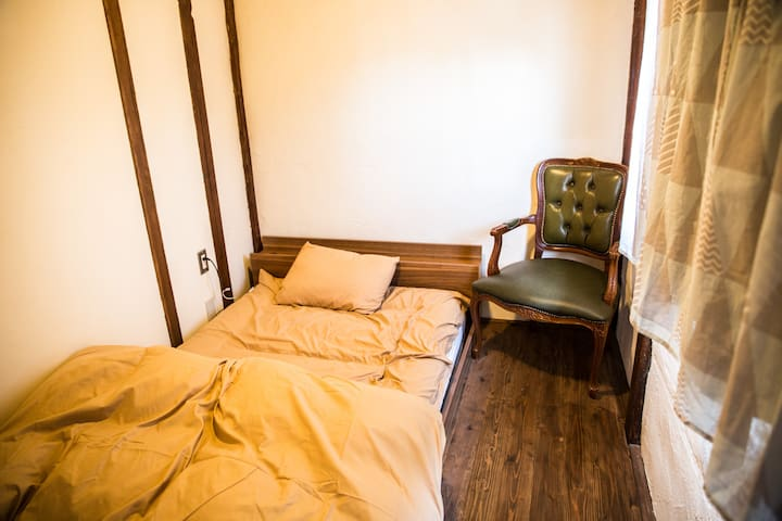 1min to Zenkoji temple Single room with breakfast