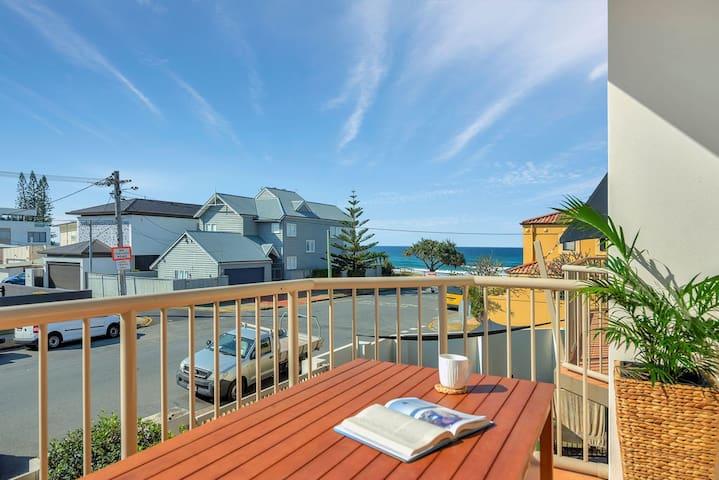 Beachside Villa, Palm Beach