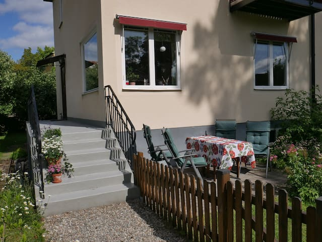 Egen ingång och egen uteplats