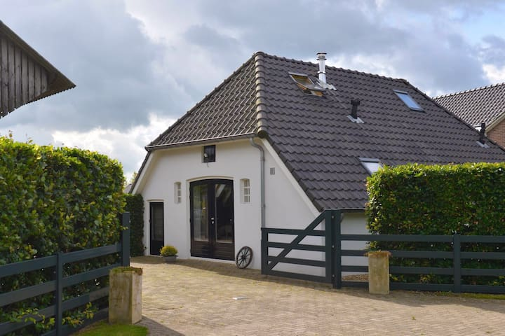 Charmant boerderijtje met hottub op de Veluwe. - Wapenveld - House