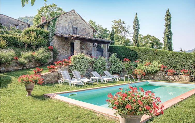 Holiday cottage with 2 bedrooms on 90 m² in Dicomano FI
