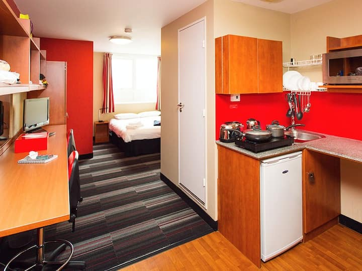 Student Only Property: Delightful Studio - LOS 12 months 10% off