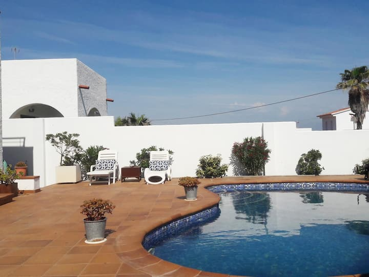 VERY BEAUTIFUL HOUSE WITH SEA VIEW, PRIVATE SWIMMING POOL AND BARBECUE