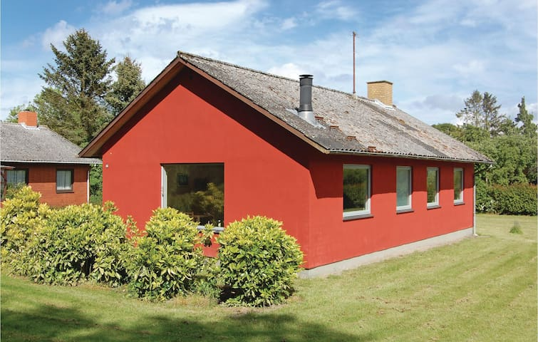 Holiday cottage with 2 bedrooms on 72m² in Tranekær
