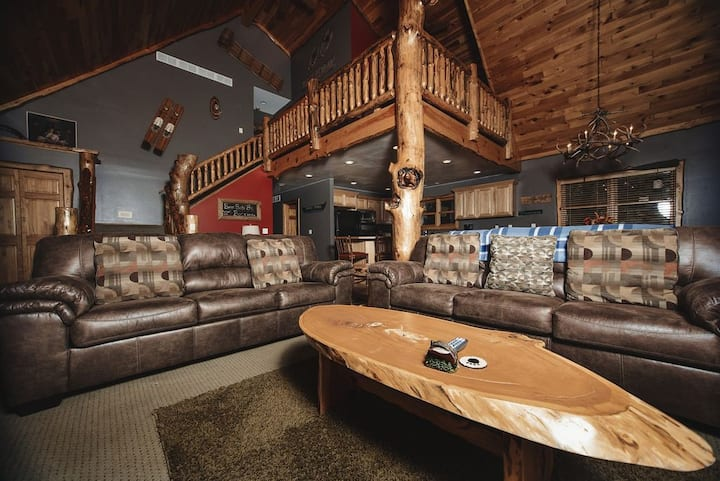 Spacious Wi Dells Home ( The Bear Paw )