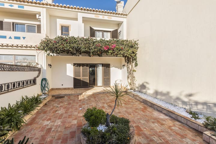 "Cosy Vacation Apartment ""Casa Da Ermida"" close to the Beach with Wi-Fi, Terrace & Garden; Parking Available"