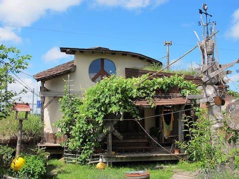 Tida House (Hand-made strawbale house!) ティダハウス