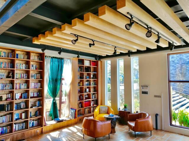 途书馆——住进苍山脚下的网红书馆,书画诗酒茶,你得到的远不止一张床。。