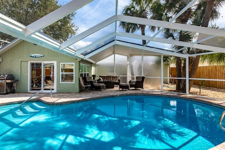 Charming private pool home located near the beach