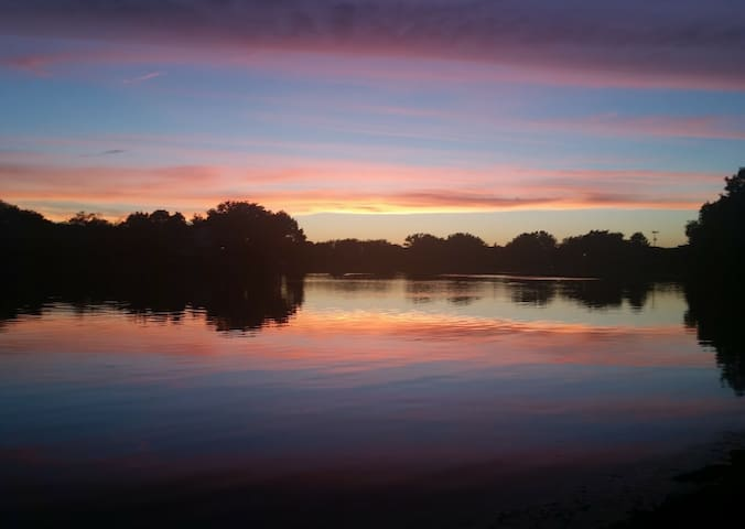 mesmerizing lake sunsets