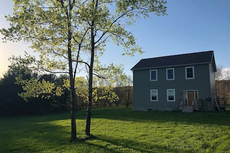 3 Bedroom House 15 minutes to Cornell & Ithaca