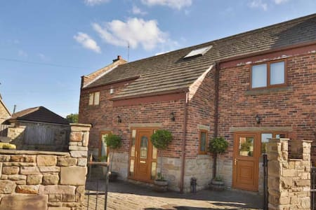 Delightful old barn conversion - Sharlston Common - House