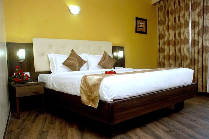 Mango Cozy Hotel Room- Nagpur