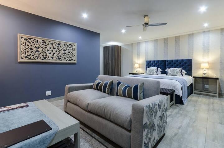 Nut Grove Manor - Jacaranda Suite