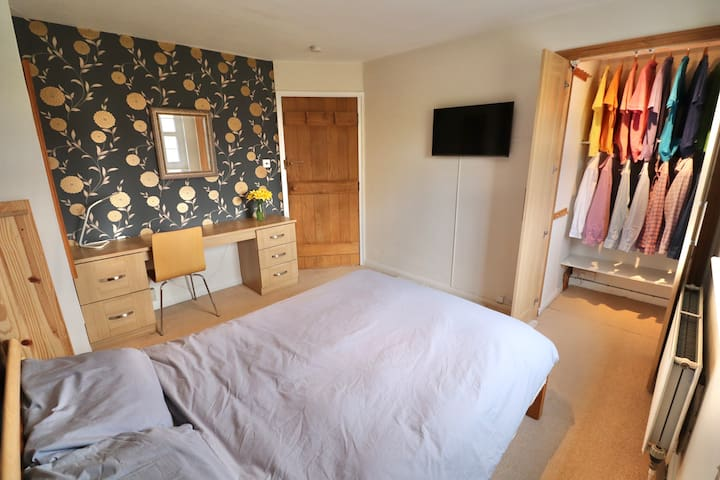 Comfortable double room in Chichester