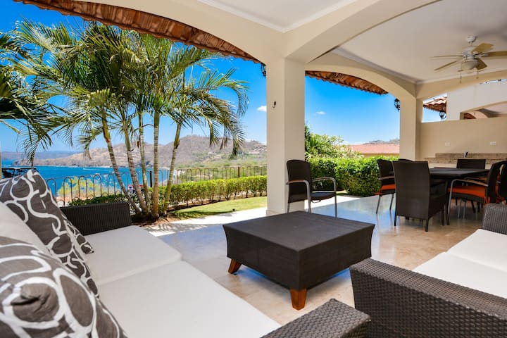 Amazing Ocean View Villa with PRIVATE POOL Overlooking the Pacific and enjoy the mountain view of the Cacique Peninsula as it stetches out to sea. 3 bed 3 bath.