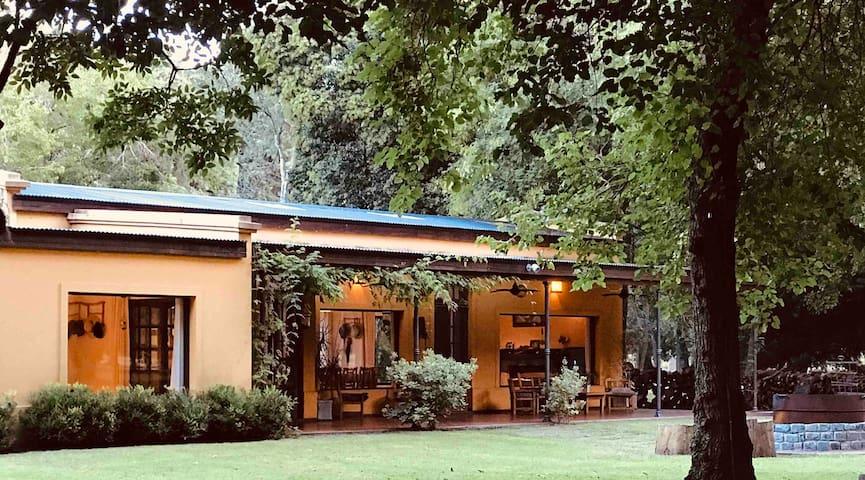 """Hermosa y confortable casa de campo """"La Encantada"""""""