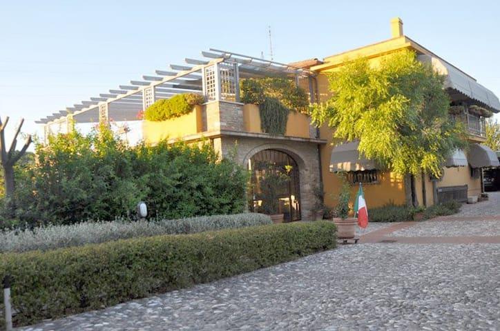 """Il Terrazzo """"A Casa Giuli"""" - 里米尼 - 家庭式旅館"""