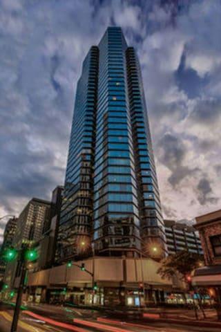 ASTON HOTEL 1 BD 1 BTH WITH PARKING - Honolulu