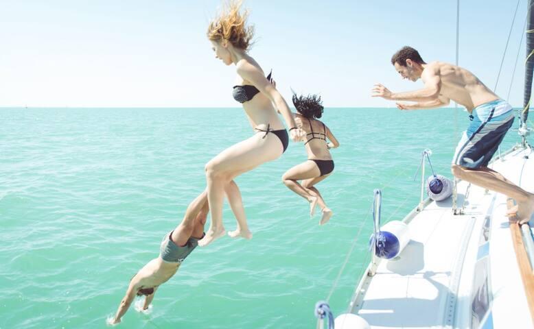 FIJI your LUXURY Catamaran Yacht ESCAPE