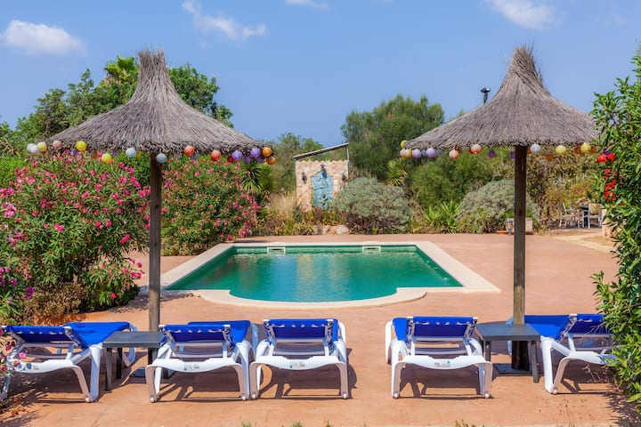 A rural idyll with communal pool – Casa Acuario
