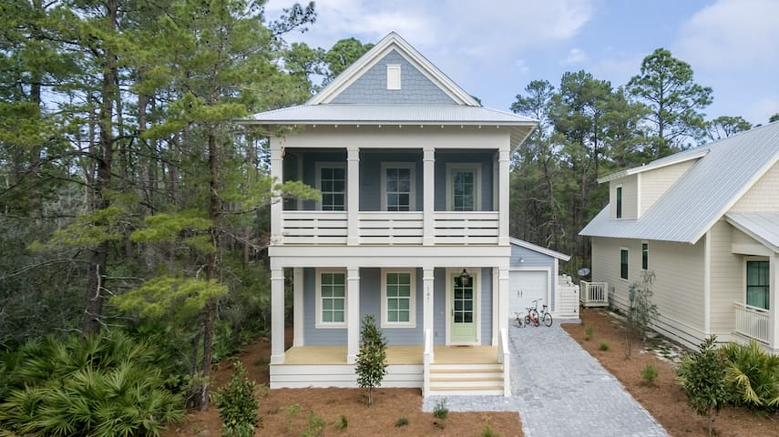 Blue Bear Cottage: new beach house w/ golf cart