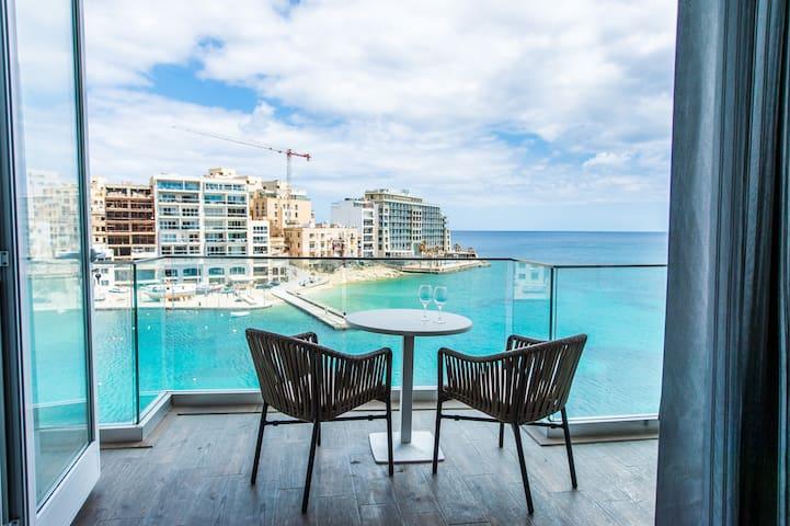 Seafront design Apartment St.Julian's
