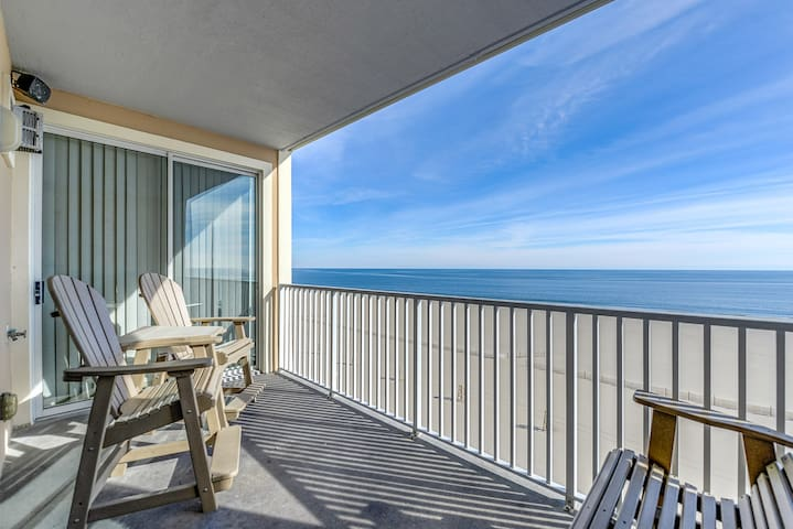 Oceanfront/Boardwalk Front Condo! off season open
