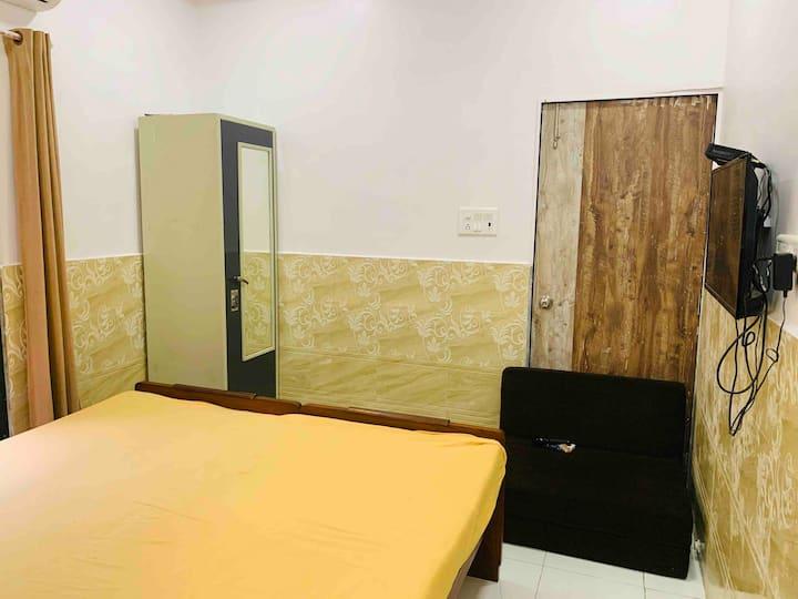 Near Kokilaben Hospital,Room & Bath Ground Floor