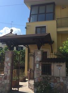 Mini flat in villa - Castello di Cisterna - Villa