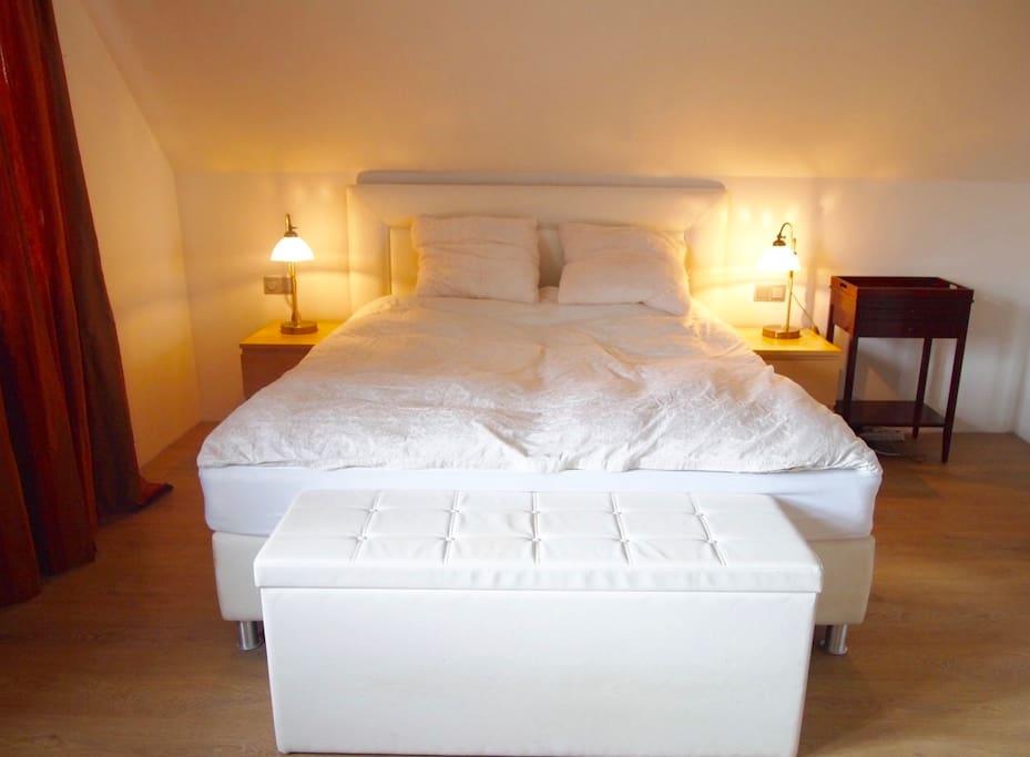Principal Bedroom 178*200cm