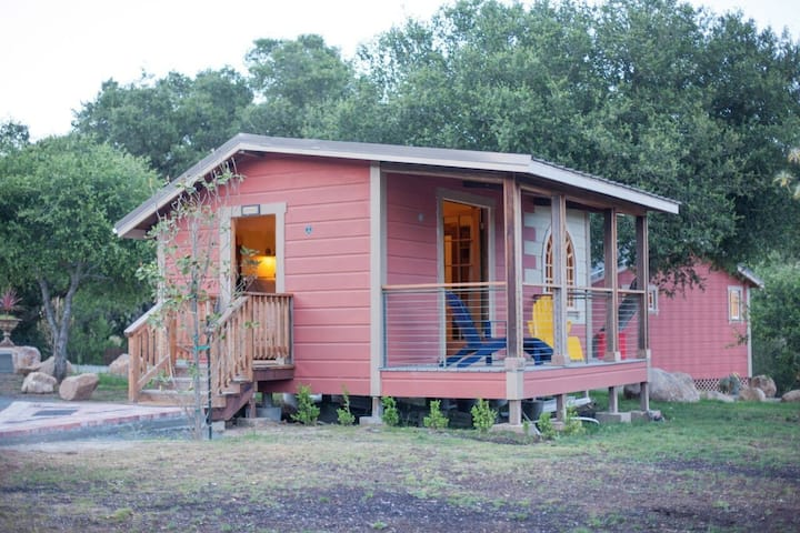 SSS Ranch Romantic Cottage 3 miles from Calistoga