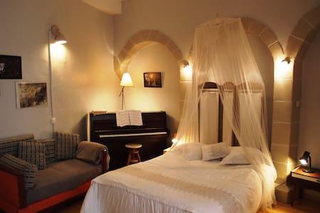 Studio & Garden in Medieval Village - Saint-Antoine-l'Abbaye