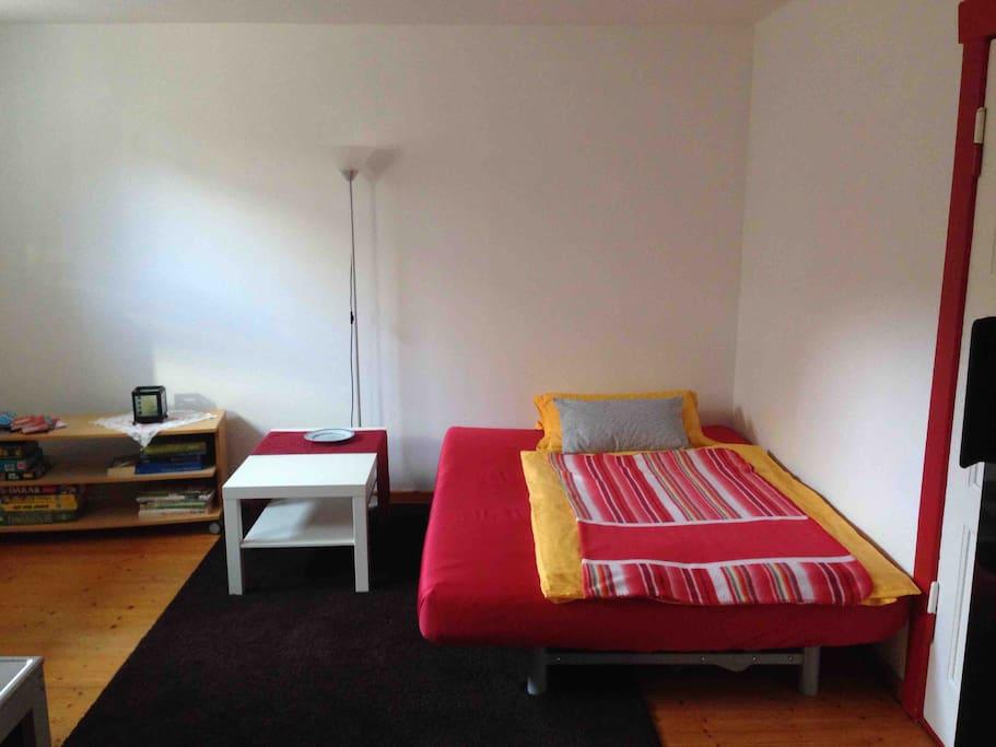 Bettsofa im Wohnraum, gut geeignet zum Schlafen für 1-2 Personen