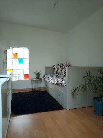 Chambre.. indépendante jardin,parking, internet
