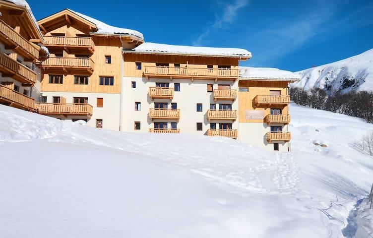 Appartement de Montagne Confortable avec Wi-Fi GRATUIT + Accès Piscine