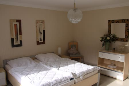 Tiefenbach - Wald, Wiese & See - Apartment