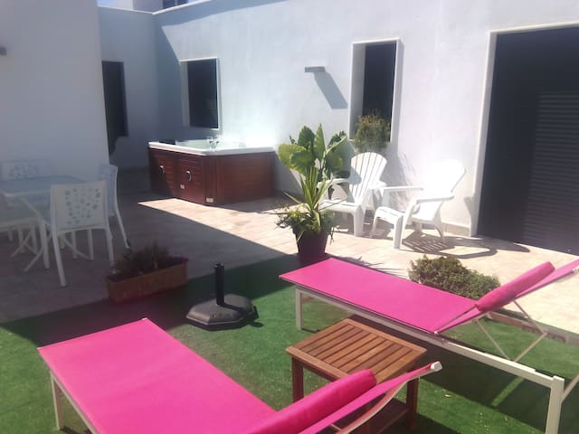 7 PLA. GARAGE , WIFI ASCENSOR , JACUZZI DE PAGO