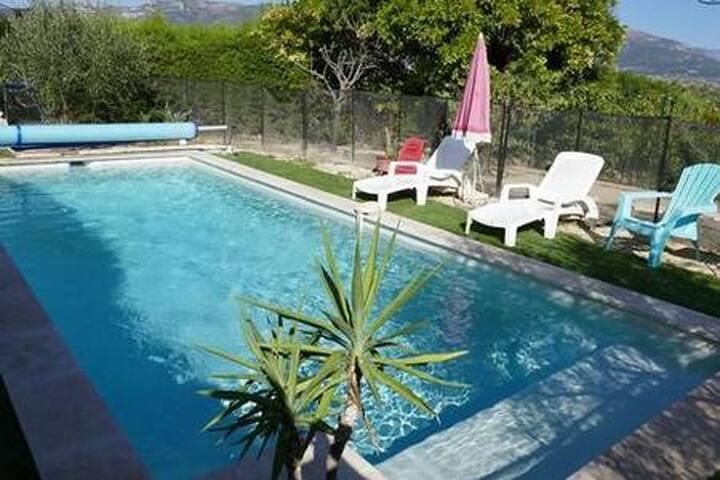 location nice avec piscine dans cadre verdoyant