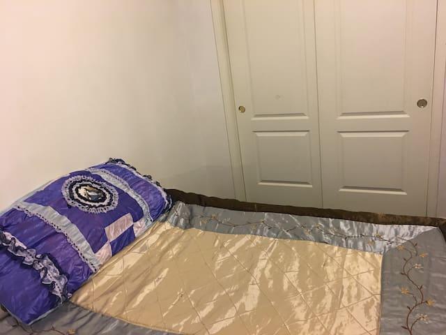 Cozy Single Bedroom - Clovis